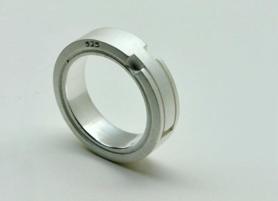 Schwalbenschwanz-Ring von lepompier-schmuckdesign